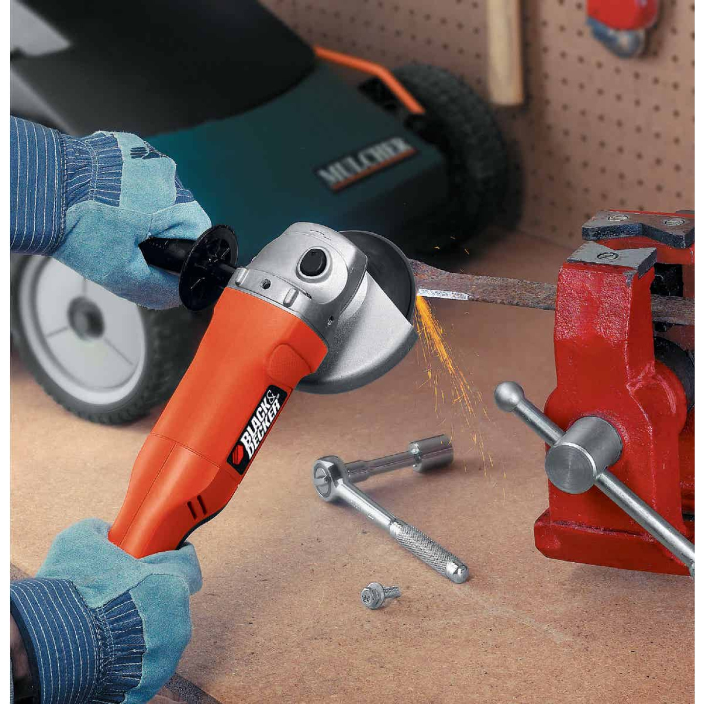 Black & Decker 4-1/2 In. 8.5-Amp Angle Grinder Image 4